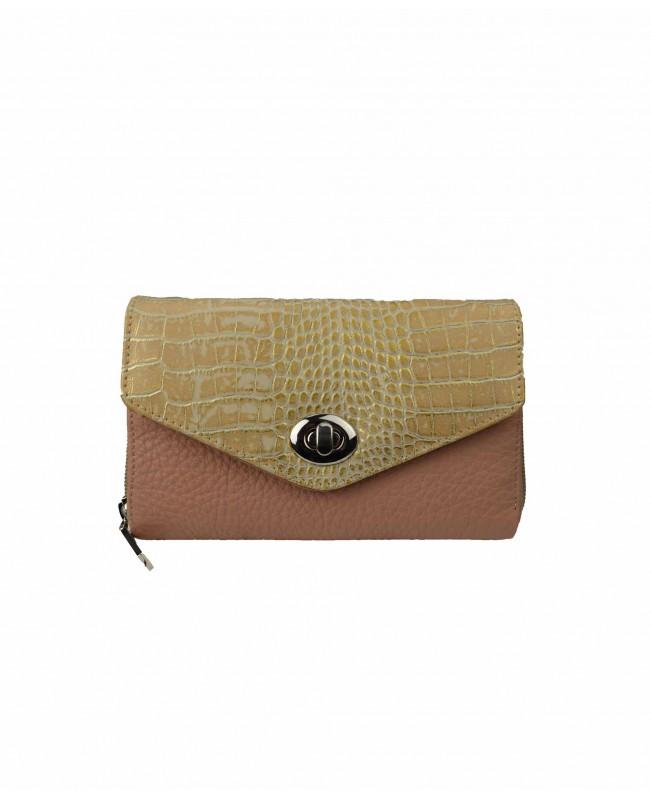 Woman`s wallet